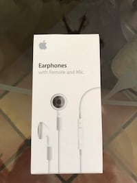 Brand new Earphones with Remote and mic. Palmdale, 93550