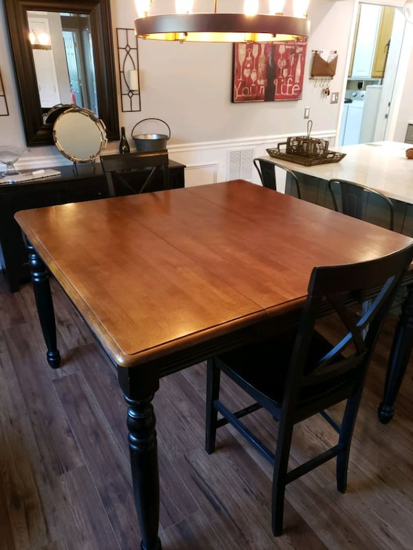 Solid oak counter height table with 2 chairs. 1625d59f-fbff-402f-adb8-57b52cdac056