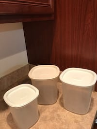 3 Rubbermaid containers  Chantilly