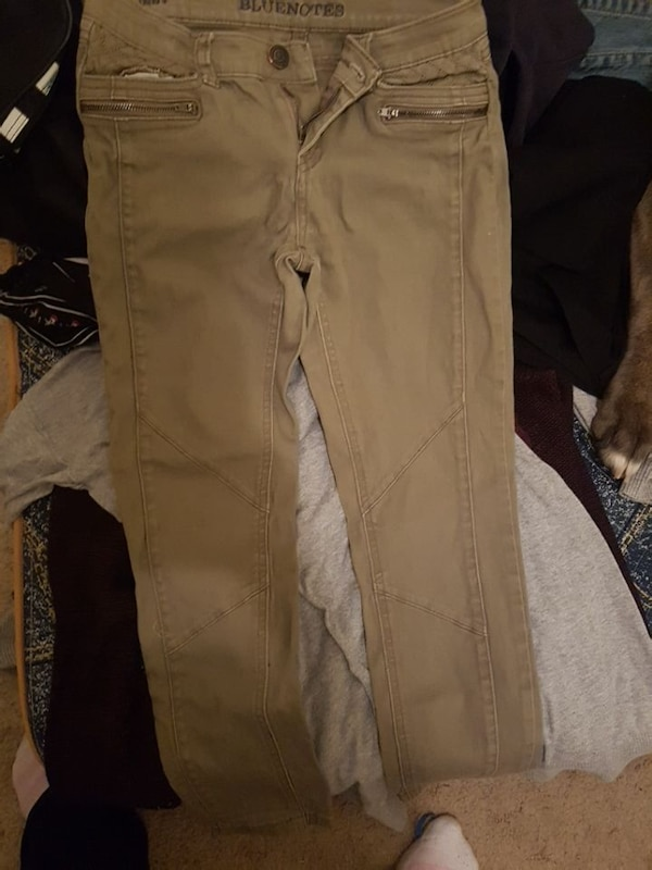 Woman's capris size 25 or small