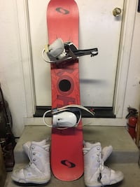 Shok snowboard with bindings and DC boots Elk Grove, 95624