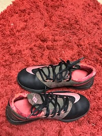 pair of black-and-pink Nike Kevin Durant basketball shoes low-top