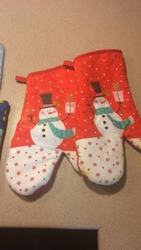 pair of orange-and-white Snowman oven mitts Wasaga Beach, L9Z 1J1