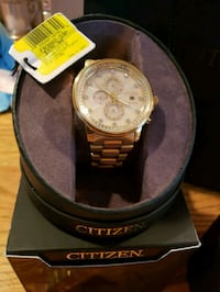 round gold-colored chronograph watch with link bra Monroe, 10950