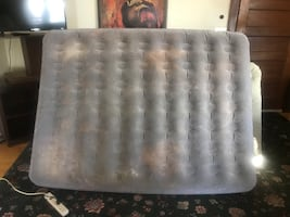 Full size air mattress WITH PUMP