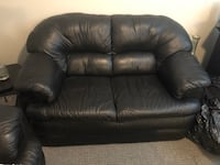 Black leather sofa Langley, V3A 8T4