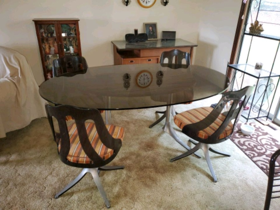 Photo Vintage kitchen table and chairs 250