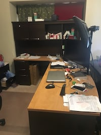 Black and brown wooden office desk Richmond Hill, L3T 7V3
