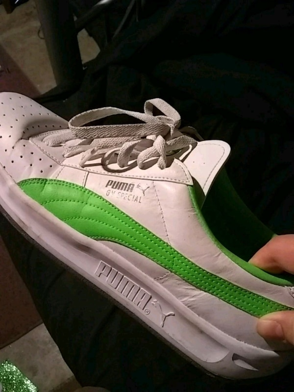 sale retailer f6b7a a9ab1 unpaired white and green PUMA GV Special sneaker
