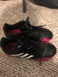 Indoor adidas soccer shoes. Size 4
