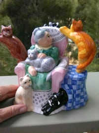 Tea Pot. Ceramic. Little old lady with her kitties Antioch, 94509