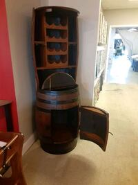 Jim Beam Barrel Dining room table, chairs and baker rack cabinet Lexington, 40505