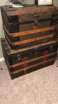 Two brown-and-black wooden trunks Marion, 52302