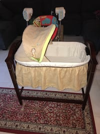 Baby's brown and white bassinet 2249 mi