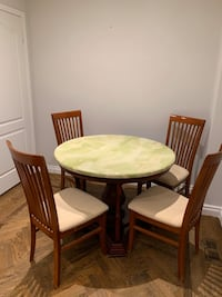 Marble top round dining table with 4 chairs 馬卡姆, L6E 1J6