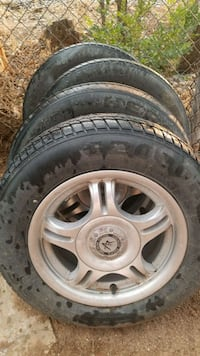 Universal car wheel with tire set
