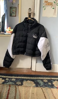 Woman's Adidas crop Puffy jacket Vancouver, V6P 2A6