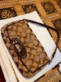 Authentic coach only once used wristlet like new Mississauga, L5V 1R4