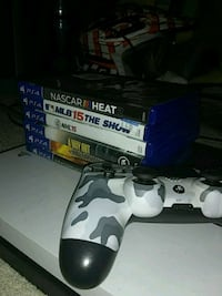 Ps4 with games and controller Englewood, 45322