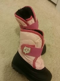 KAMILK SNOW BOOTS  Toddler GIRLS SIZE 5  Clinton, 20735