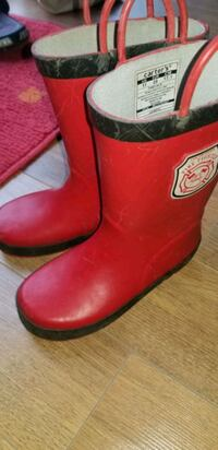 Boys size 11 red rubber boots  Cambridge