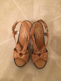 pair of brown leather open toe ankle strap sandals Aventura, 33180