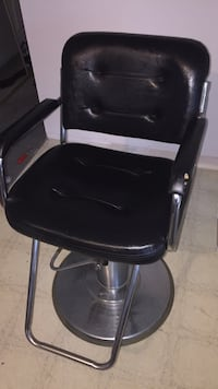 Really good barber chair (goes up and down)  Surrey, V3R 0E5