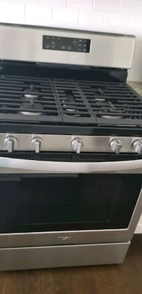 Whirlpool  GAS range-almost NEW!!!