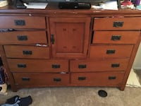 Brown wooden 6-drawer lowboy dresser Bradenton, 34207