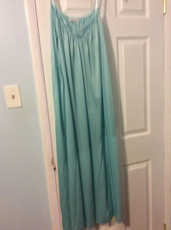 JUST REDUCED MORE  night gown and robe  1ee282e2-c0a2-477b-811f-3a29f73f3a65