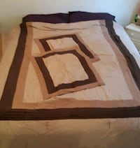 Comforter with 2 pillow cases.