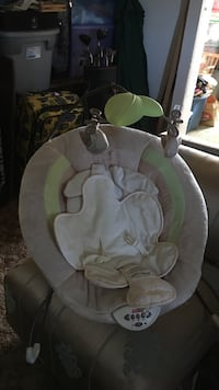 baby's white and green bouncer Courtland, 95615