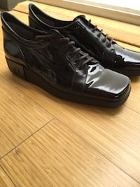 CHARLES JOURDAN WOMEN'S SIZE 6.5 BLACK PATENT LEATHER DRESSY SNEAKERS...BRAND NEW NEVER WORN...FLAWLESS AND PERFECT
