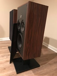 Polk speakers with stands Ashburn