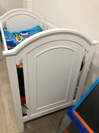 Crib with changing table