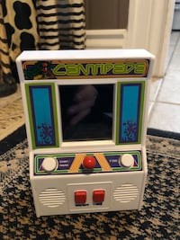 1981 Atari centipede interactive game