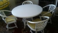 round white wooden table with four chairs Troy, 48098