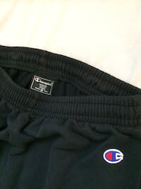 Champion Sweats like new fits Large Winnipeg, R3K 0X2