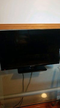 Element flat screen with stand, 1080p Montreal, H1C 1P4