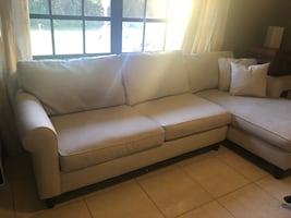 Haverty's Sectional Sofa W/ Chaise. Beige  Cream Color.
