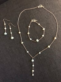 New Genuine pearl. Ombre tiffany blue. Set in 925 Silver.  Hand-tied.  Winchester, 22601