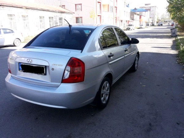 Hyundai - Accent - 2011 32c9a71f-e1f3-4340-be95-c06267745424