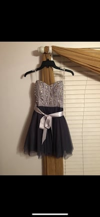 women's silver and navy blue homecoming/prom dress ( size 1) Wheaton, 60189