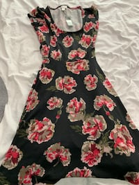 2 brand new dresses size M dynamite &f21 tags attached