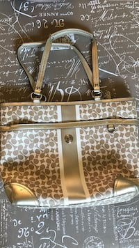 Gold and white Coach leather tote bag Vaughan, L4J 5L6
