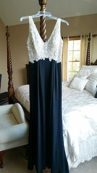 Black and silver gown Pelham, 03076