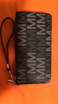 Black and gray wristlet Waterloo, N2J 3V3