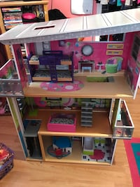 brown and pink 3-storey dollhouse Harpers Ferry, 25425
