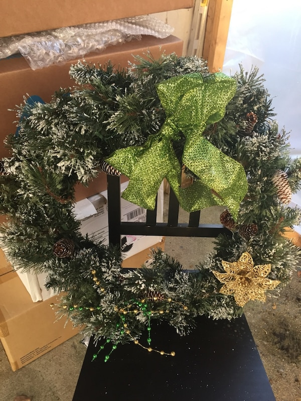 green and white Christmas wreath