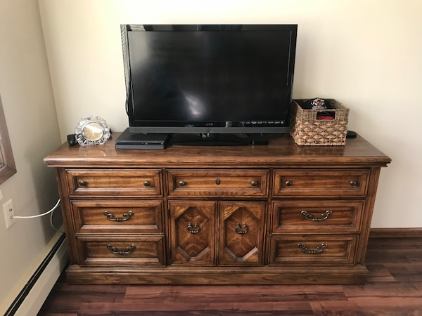 Wood dresser/buffet